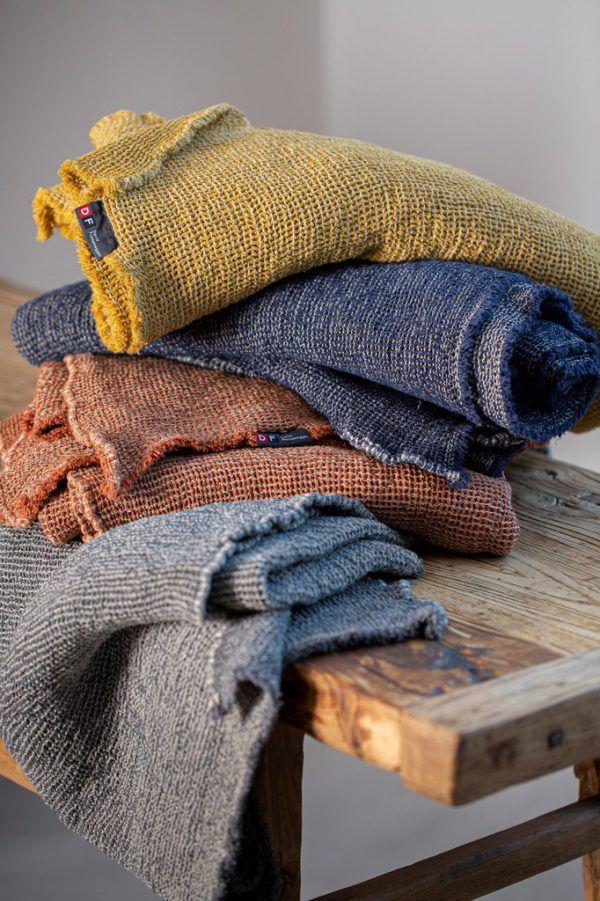 Wolldecken aus recycelter Baumwolle. Fussenegger