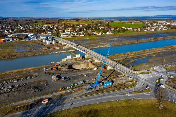 Die Rheinbrücke in Fußach und Hard wird gebaut, andere Projekte könnten dem Sparstift zum Opfer fallen. Hartinger