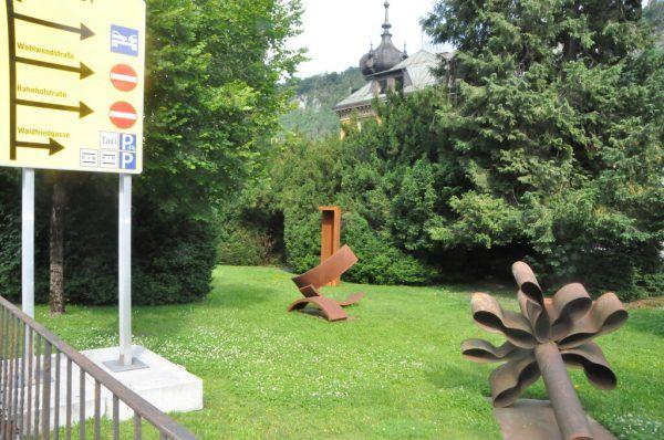 Die Skulpturen im Park sind bis Ende August zu sehen. Ölz