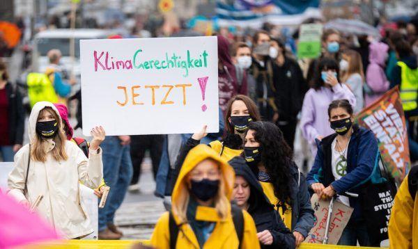 Einer Umfrage zufolge halten sich die Österreicher für sehr klimabewusst.Symbolbild/apa