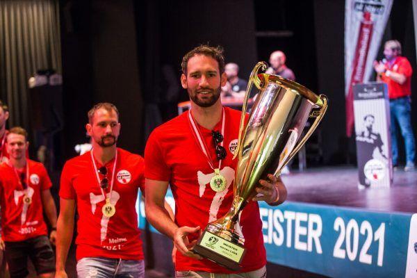 Impressionen von der stimmungsvollen internen Meisterfeier der Harder, bei der auch Landeshauptmann Markus Wallner gratulierte. Zudem wurden die Spieler verabschiedet, die den Verein verlassen, wie unten Marko Krsmancic. Philipp Steurer (4)