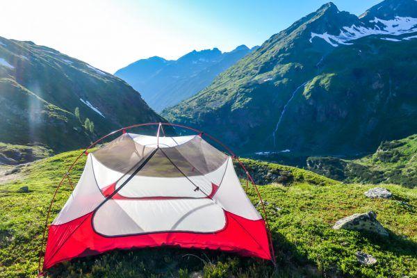 In Natur- und Landschaftsschutzgebieten sowie Wildruhezonen oder Jagdgebieten gelten Campier-Verbote. Shutterstock