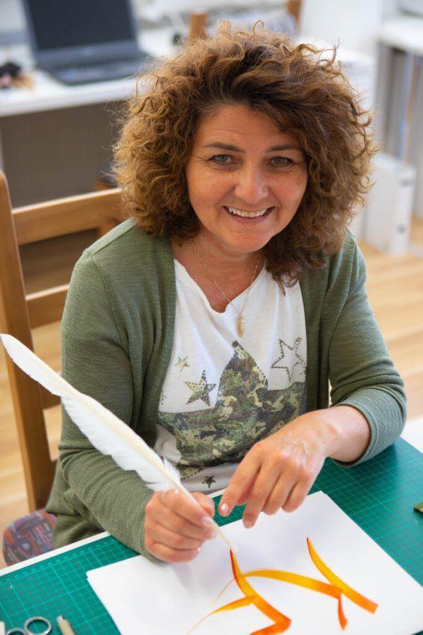 Karin Felderer in ihrem Atelier, wo die Werke entstehen.Hartinger