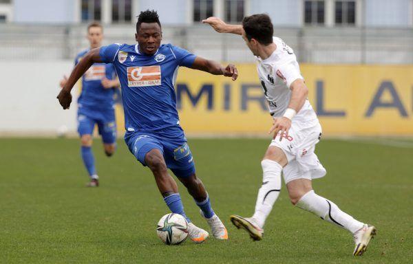 Michael Cheukoua setzt sich gegen Aaron Kircher vom FC Dornbirn durch. Leo Mätzler (kleines Bild, l.) und Jean Hugonet sind ebenfalls neu bei der Austria.gepa, verein