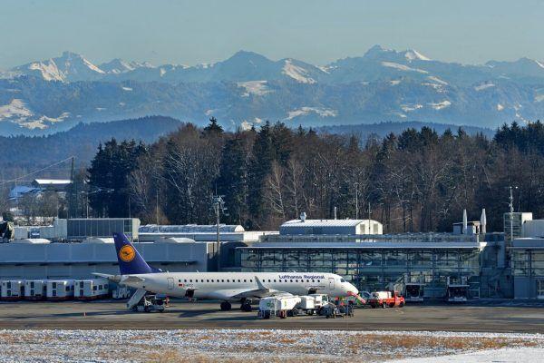 Neben Flügen nach Frankfurt wird der Flugplan nach und nach mit Urlaubsdestinationen gespickt.Flughafen Friedrichshafen