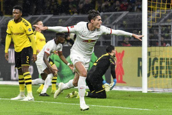 Oben: Für RB Leipzig jubelte Patrick Schick nur eine Saison lang.Rechts: Für die AS Roma kam der Tscheche zu seinem Debüt in der Champions League, wo es bis ins Halbfinale ging.Links: Bei Bayer Leverkusen kam der 25-Jährige in fast jeder Partie zum Einsatz. AP, apa (3)