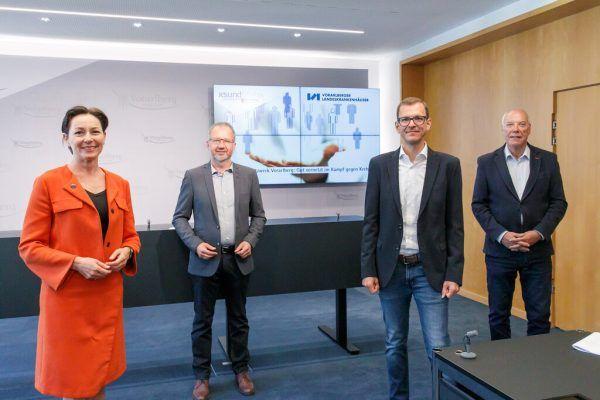 Präsentierten das neue Onkologie-Netzwerk Vorarlberg (v.l.): Landesrätin Martina Rüscher und die Ärzte Bernd Hartmann (Krebshilfe), Primar Thomas Winder und Harald Schlocker (aks).Vlk/Hofmeister