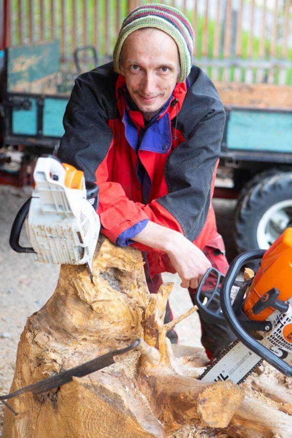 Seine Leidenschaft für das Werkeln mit Holz entdeckte der 39-Jährige bereits im Kindesalter. Mit seinem Hobby anderen Menschen helfen zu können, ist für Neßler der schönste Preis. Klaus Hartinger (7)