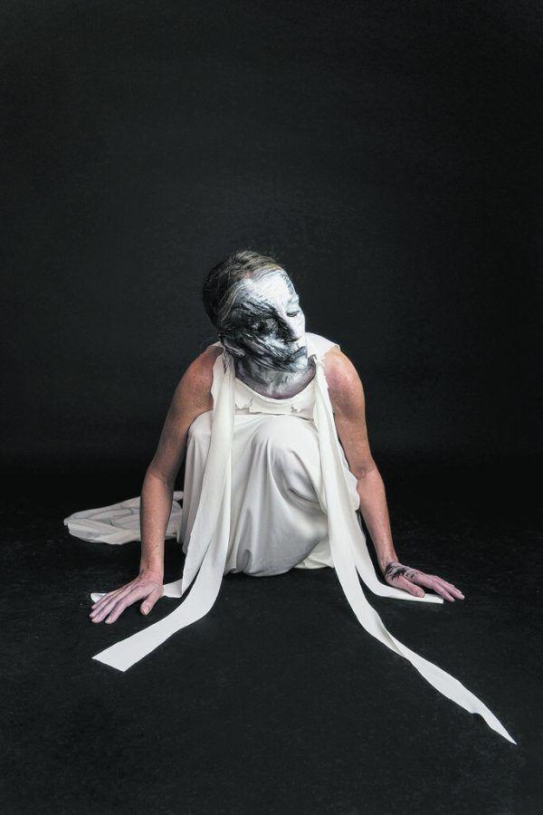"""Szene aus der Performance """"close/r"""" von Bella Angora.Bella Angora/Bildrecht, Foto: Sarah Mistura"""