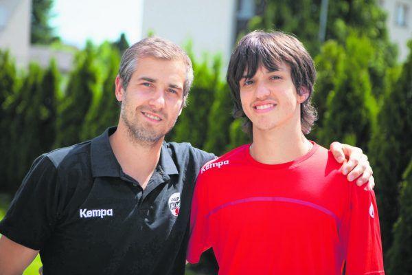 Vater Thomas Weber (l.) dankt als aktiver Spieler ab und übergibt an seinen Sohn Linus Weber. hartinger (2), stiplovsek
