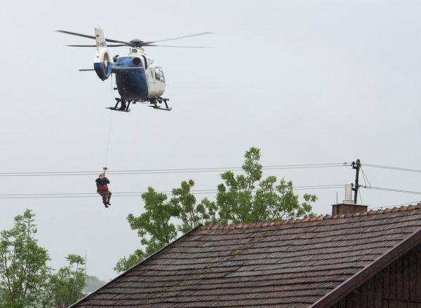 Bayrische Hubschrauber wurden ins Katastrophengebiet geschickt.Archivbild/DPA