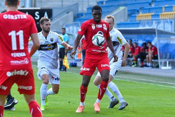Bereits m Testspiel des FC Dornbirn gegen den SCR Altach wirkte Yann-Aimé Kasaï (Mitte) mit.gepa/lerch
