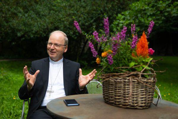 Bischof Benno Elbs lädt zur Sommerkirche ein.Hartinger