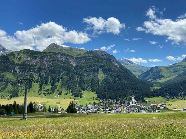 Die Lecher Bergwelt offenbart sich von seiner schönsten Seite.