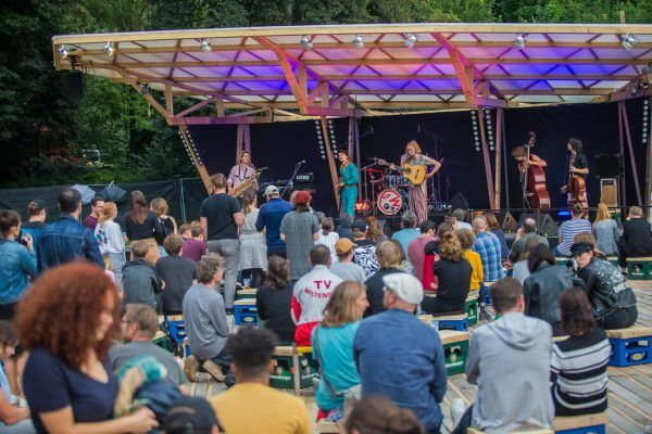 Die Verantwortlichen des poolbar-Festivals (im Bild bei einem Konzert im Vorjahr) haben laut Wallner schon beim Land wegen einer Impfmöglichkeit nachgefragt.Philipp Steurer