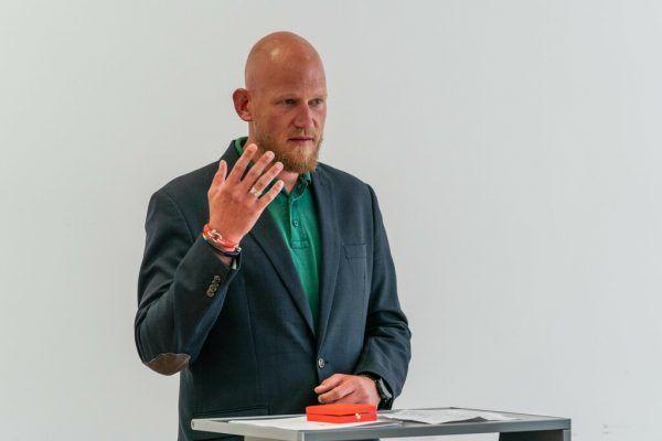 Gestern wurde Simon Suitner in Bregenz ausgezeichnet: Landesrätin Katharina Wiesflecker (Grüne) überreichte ihm das Goldene Verdienstzeichen der Republik Österreich.Stiplovsek