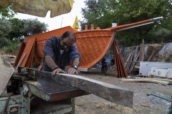 Giorgos Kiassos ist einer der letzten Bootsbauer auf der Insel Samos.AP