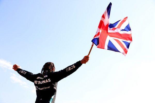 Hamilton feierte demonstrativ ausgelassen seinen Sieg.  GEPA