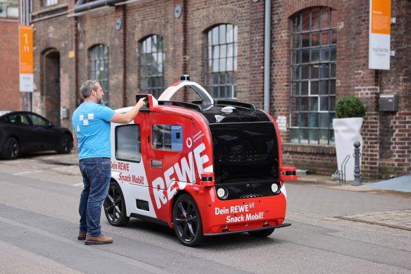 In Köln testen Vodafone und Rewe ein autonom fahrendes Snackmobil.Vodafone, Rewe, Edeka/Sascha Baumann