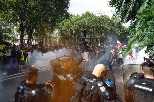 In Paris kam es bei den Demos wieder zu Gewalt. AFP