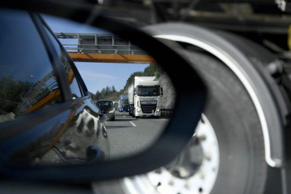 In Tirol sorgt der Transitverkehr wieder einmal für Diskussionen.Apa (2), AFP