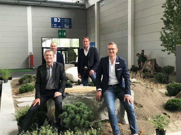 Vorne: Messechef Klaus Wellmann (l.)und Projektleiter Rolf Hofer. Dedeleit