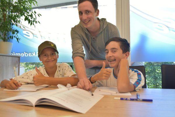 Nach dem vielen Distance Learning ist die Freude über den Präsenzunterricht in der Nachhilfe groß.