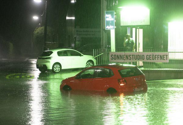 Nach heftigen Gewittern wurden in Oberösterreich zahlreiche Schäden gemeldet. APA/FESL