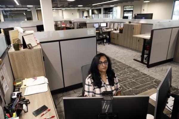 Shoba Surya freut sich über die Rückkehr ins Büro und die umgestalteten Räumlichkeiten.