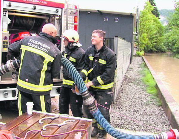 Zahlreiche Feuerwehreinsätze waren durch den Regen nötig. Auch die Pegel von Bregenzerach (oberes Foto) und Rhein liegen deutlich über dem Mittelwert.©Maurice Shourot, Klaus Hartinger (2)