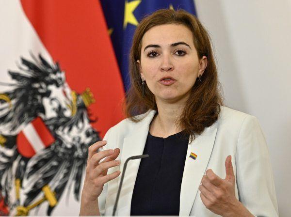 Alma Zadic fordert ebenso wie ihr Parteichef Kogler mehr Menschlichkeit im Umgang mit Menschen aus Afghanistan ein. APA