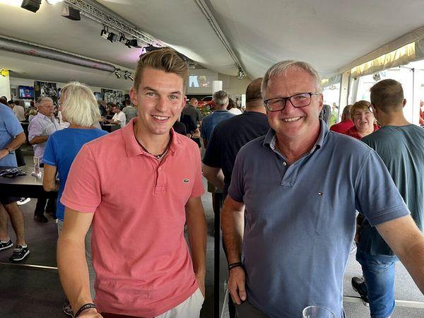 Auch Thomas Fritz und Oli Berchtel freuten sich gemeinsam mit den Altachern.