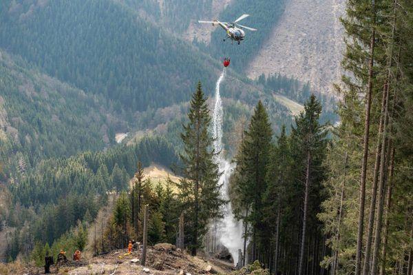 Das Bundesheer unterstützt die Löscharbeiten bei einem Waldbrand im April in der Steiermark.Stefan Riemelmoser/BFV-Leoben
