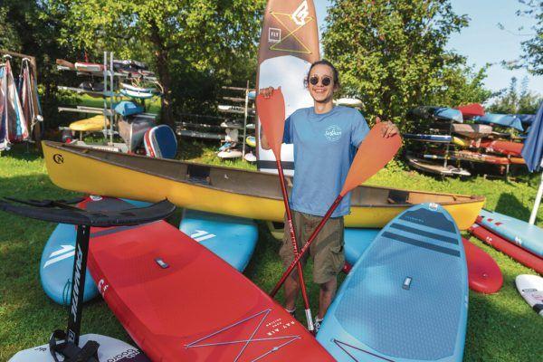 Der 22-jährige Linus Sandner ist gelernter Bootsbauer, er setzt sein Können auch manchmal bei den Boards ein und flickt diese.Stiplovsek