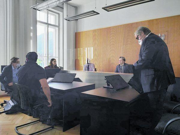 Der Angeklagte bestritt in der Hauptverhandlung die Tat.NEUE
