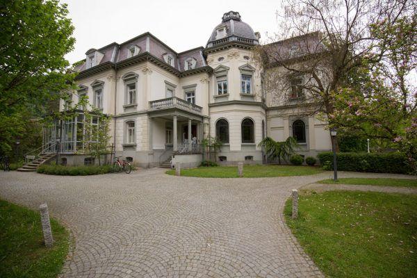 Das Kennelbacher Rathaus: die Villa Grünau. Hartinger
