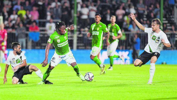 In einem intensiven und hitzigen Derby war Michael Cheukoua kaum vom Ball zu trennen.GEPA/Lerch, Stiplovsek