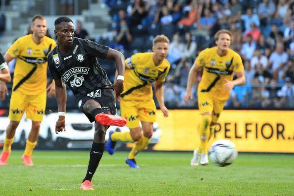 Kelvin Yeboah traf gestern doppelt für Sturm Graz. Hier verwandelt er in der 79. Minute den Elfmeter zum 3:1 für die Hausherren. GEPA
