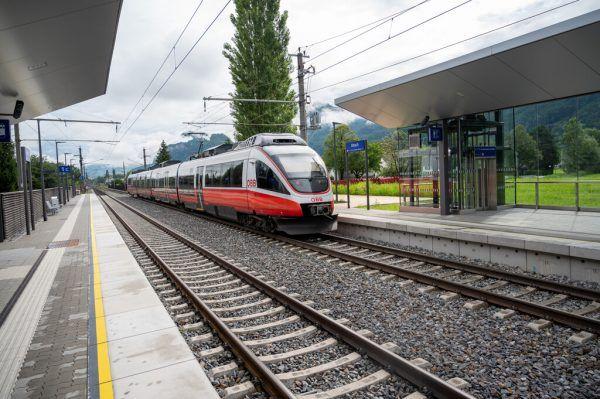 Längere Bahnsteige, Überdachung, Unterführung, Lifte: 11 Millionen Euro wurden in die neue Bahn-Haltestelle investiert.Lerch