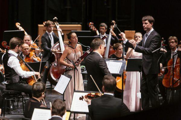 Leo McFall und das SOV brachten unter anderem Thomas Larchers neue Komposition zur Aufführung.Bregenzer Festspiele/Lisa Mathis (2)