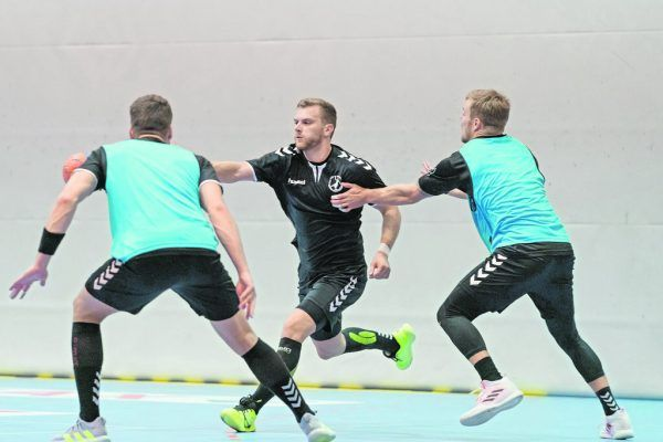 Markus Burger (großes Bild) freut sich über die Neuzugänge, wie Matic Kotar (kleines Bild) und über die Rückkehr der Fans in die Hallen.stiplovsek (2)