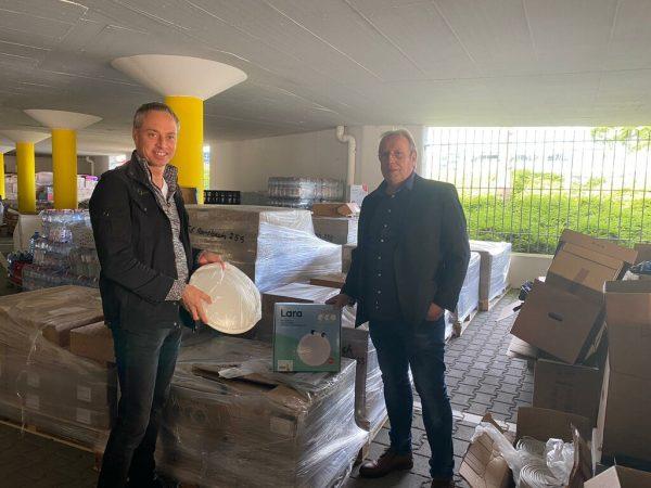 Michael Merz (l.) und Karl-Heinz Spang, der den Spendenaufruf für Leuchten startete. Zumtobel