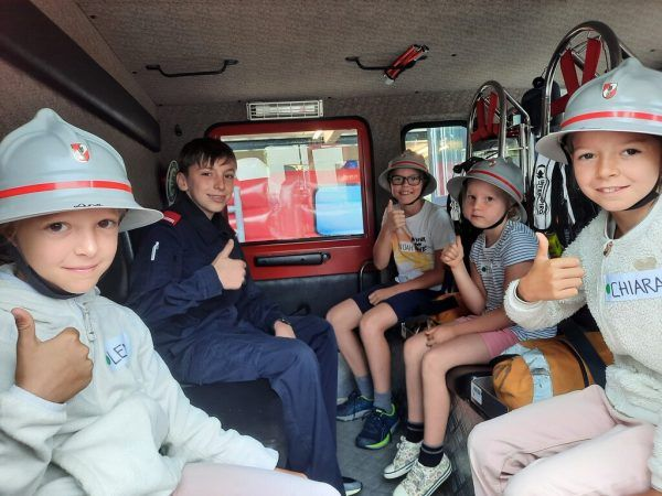 Natürlich gehörte auch das Probesitzen im Feuerwehrauto zum Besuch.Marktgemeinde Rankweil