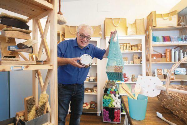 Roberto Erler will mit seinem Geschäft Plastik im Meer verhindern. HARTINGER