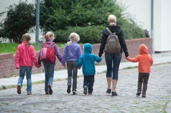 Tageseltern begleiten Kinder jeden Alters, vom Baby bis zum Schulkind.Symbolbild DPA