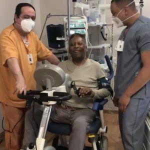 Pele grüßt aus dem Krankenhaus