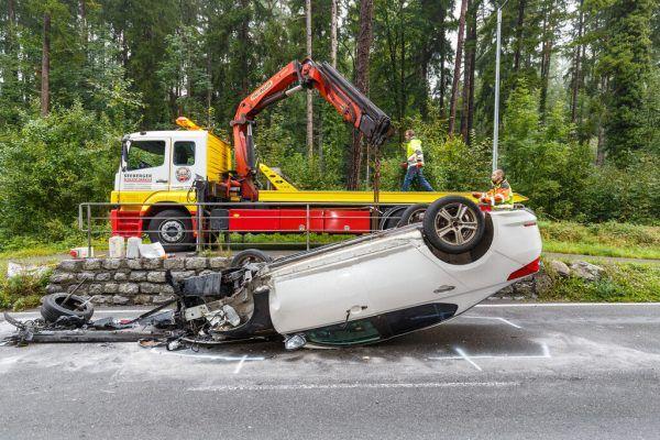 Am Auto entstand Totalschaden. Hofmeister