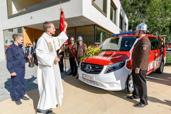 Das neue Transportfahrzeug wurde feierlich eingeweiht.Land Vorarlberg/Hofmeister