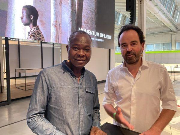 Die beiden Macher des gestalteten Zumtobel Geschäftsberichts Francis Kéré (links) und Iwan Baan.Franz Lutz (7)