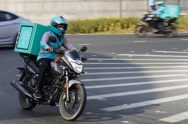Die Fahrer der Lieferdienste arbeiten oft unter prekären Bedingungen. Die Regierung verspricht Verbesserungen.AP